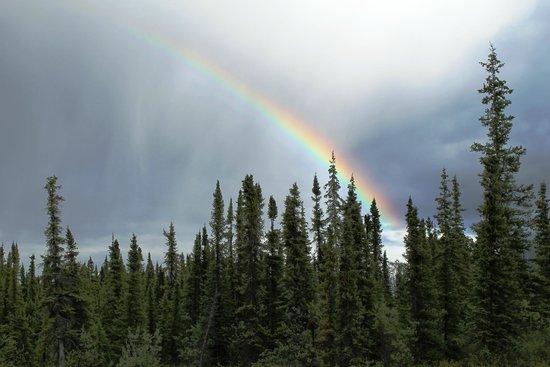 Matanuska Lodge : beautiful rainbow over lodge