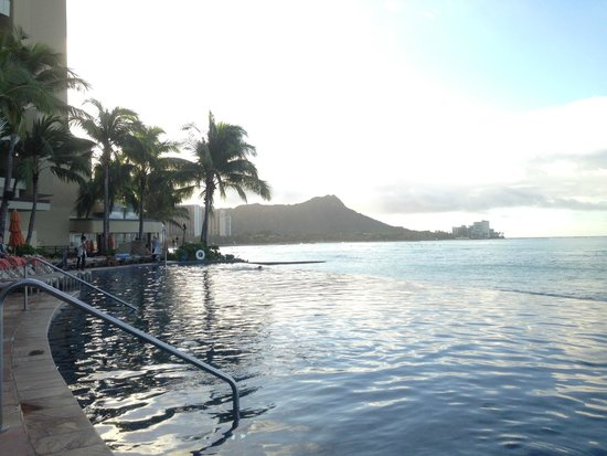 Sheraton Waikiki: infinit pool morning time