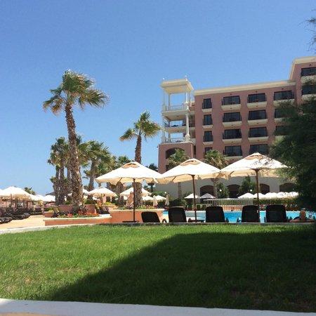 The Westin Dragonara Resort, Malta: At the swimmingpool