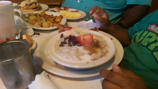 Daddy's Bar & Grill : Grandson Favor Oatmeal & Fruit