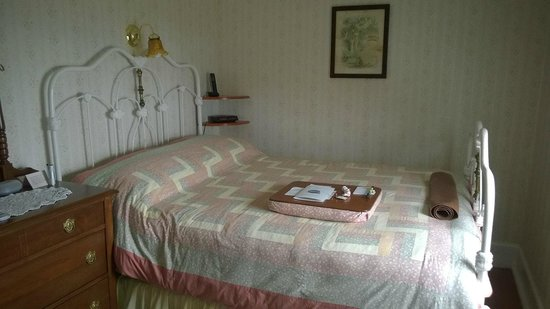 Tickle Inn at Cape Onion: Our most comfortable bed