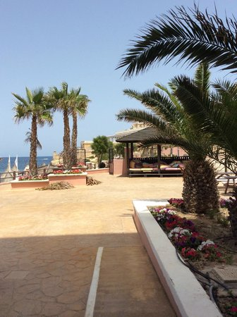 The Westin Dragonara Resort, Malta: surrounding poolbar