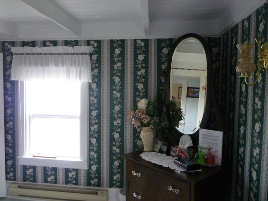 Tickle Inn at Cape Onion: One of the other cape facing bedrooms