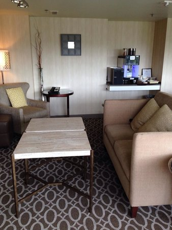 Sheraton Pleasanton Hotel: Inside club lounge