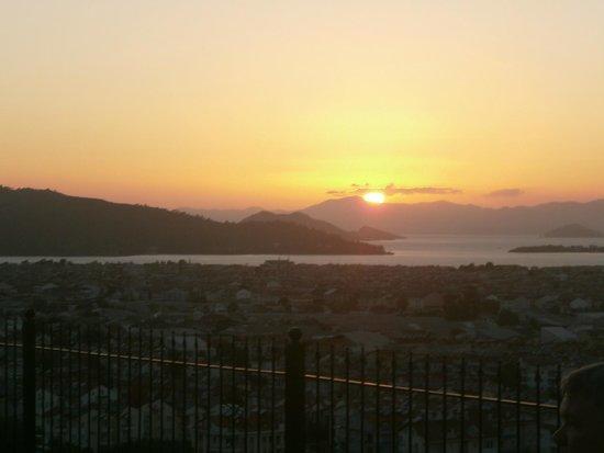 Sundial Restaurant: Overlooking the town of Fetieye