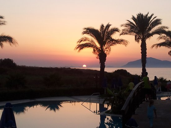 Horizon Beach Resort: soleil couchant