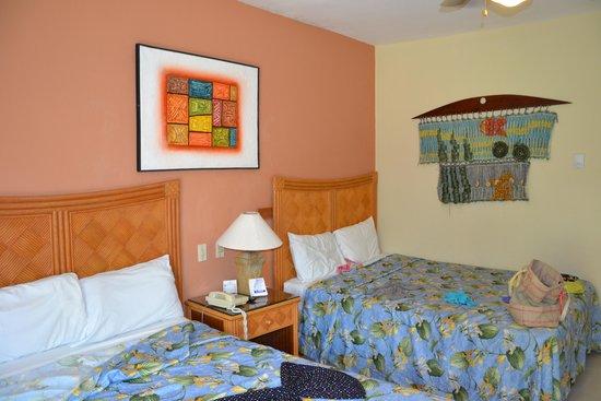 Tropical Princess Beach Resort & Spa : chambre à réhabiliter