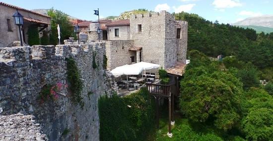 Chateau de Trigance : l'entrée et le donjon