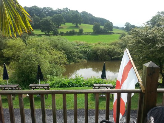 The Ship Inn: River Severn from the decking