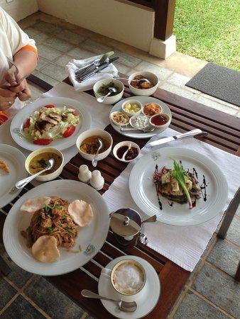 Saman Villas: Обед в номере