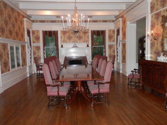 Graystone Inn: diningroom