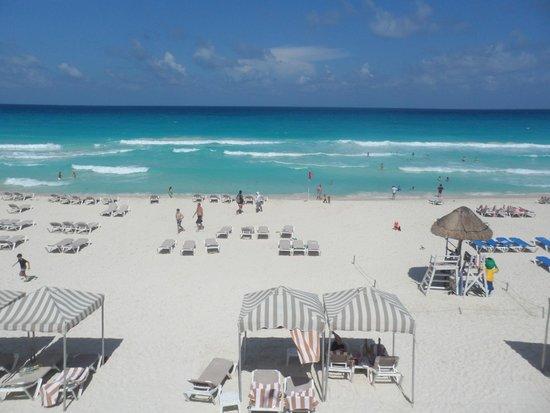 Crown Paradise Club Cancun : Beautiful beach