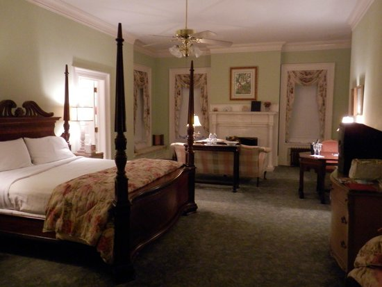 Graystone Inn : Burgwin Wright Suite