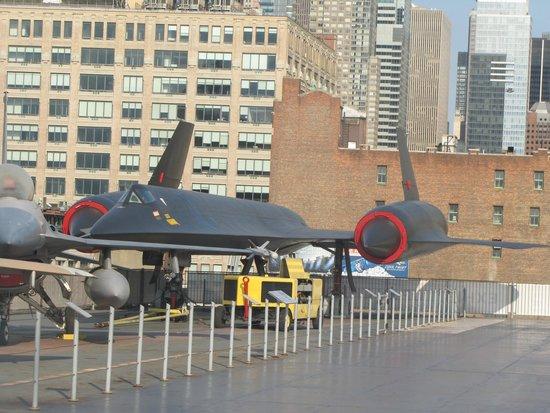 Intrepid Sea, Air & Space Museum: Avión espía SR, sobre el protaviones INTREPID