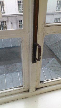 Adelphi Hotel & Spa: Dirty windowframes