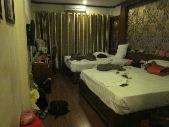 Hanoi Symphony Hotel: the room