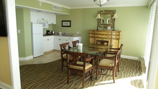 TradeWinds Island Grand Resort: Kitchen - Dinning area in Penthouse Suite