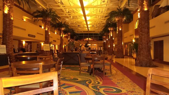 TradeWinds Island Grand Resort: Hotel Lobby