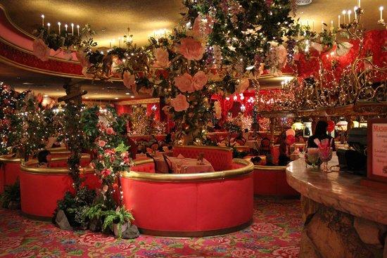 Madonna Inn: Dining Room