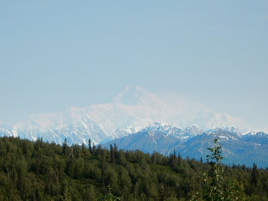 Mt. McKinley Princess Wilderness Lodge: Mt McKinley from the main lodge