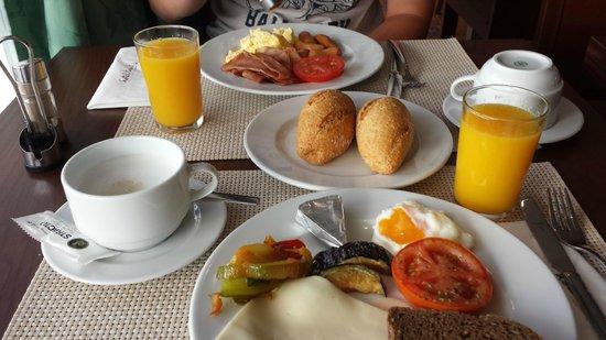 Hotel Tarik: Breakfast