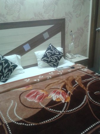 Treebo Rockwell Plaza : The King size bed