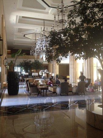 Hotel Tentrem Yogyakarta: Hall