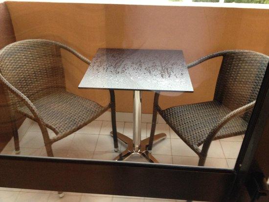 Choromar Apartments: New table