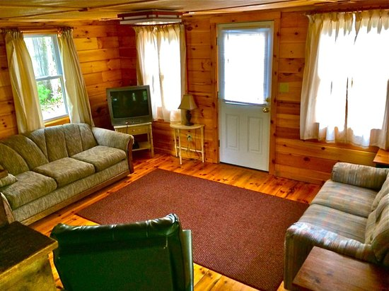 Chocorua Camping Village: Deluxe Cabin - Look To The Mountain - Living Room
