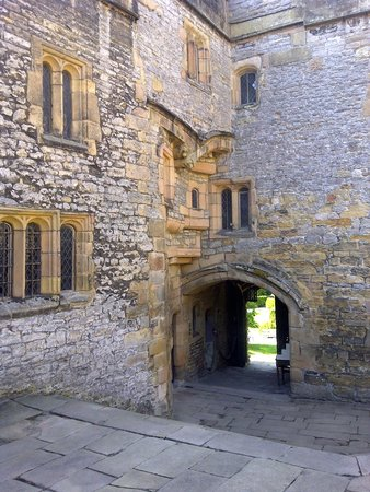 Haddon Hall: The main entrance from the Lower Courtyard