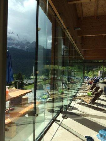 Piscina con vetrata su terrazza - Foto di Centro Benessere Corte Spa ...