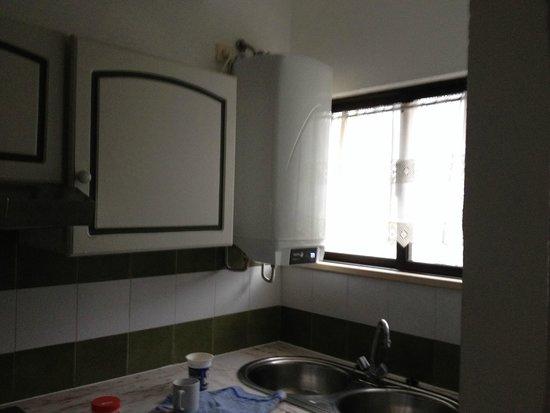 Choromar Apartments: Kitchen and new boiler