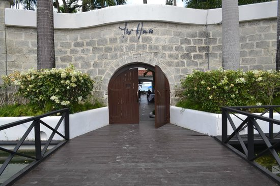 The House by Elegant Hotels : entrance