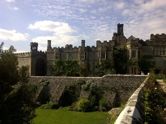 Haddon Hall: Exterior view of the Long Gallery