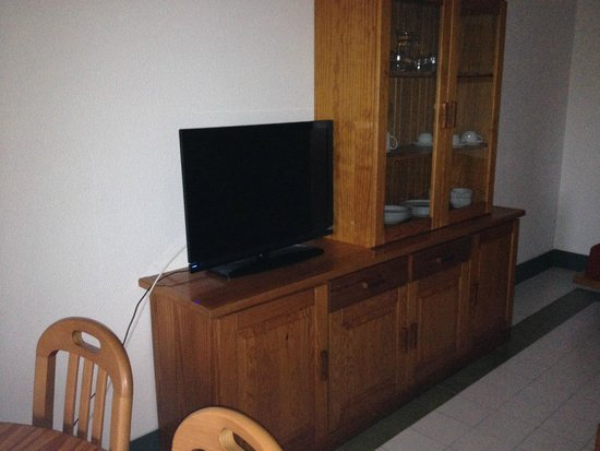 Choromar Apartments: TV in room