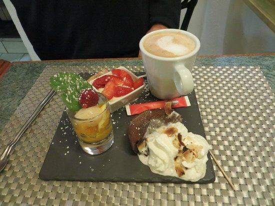 Le Pigeonnier: Generous dessert at Le Pigionnier