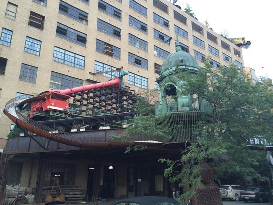 City Museum: Outside of the building