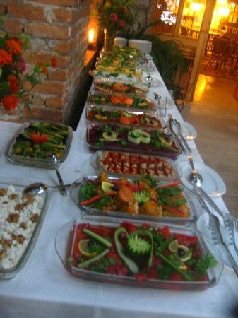 Native Hotel: The weekly buffet dinner