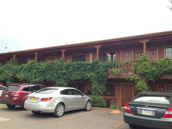 Santa Fe Motel and Inn: Outside our room