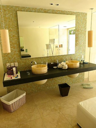 Blue Diamond Luxury Boutique Hotel: Bathroom