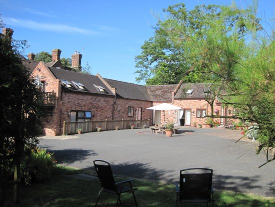 The Manor Coach House : Courtyard view