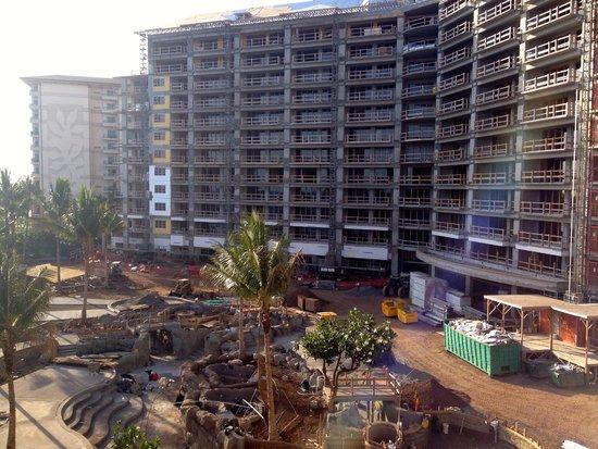 Hyatt Regency Maui Resort and Spa: Time share construction