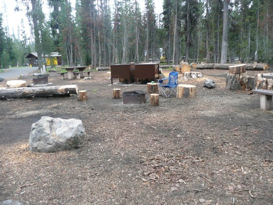 Mazama Village Motor Inn: storage lockers for food and campfire