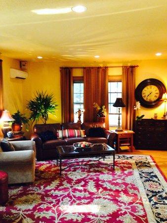 Iowa House Hotel - Ames: Main living room