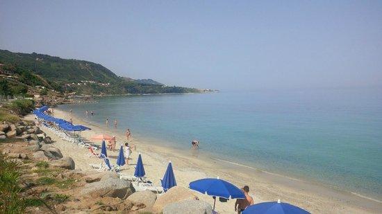 Aurum Sabbie Bianche: La spiaggia verso Tropea