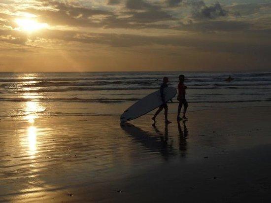 UP2U Surf School Bali: up2you surf lesson