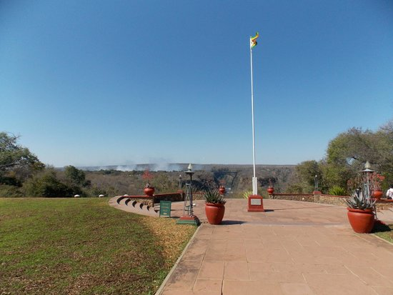The Victoria Falls Hotel: Vista desde la terraza posterior del hotel