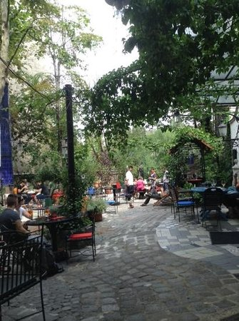 Museo KunstHausWien: cafe at the back of Kunsthaus Wien: no admission fee required