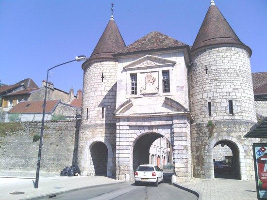 Petit Train de Besançon: gate into the old city