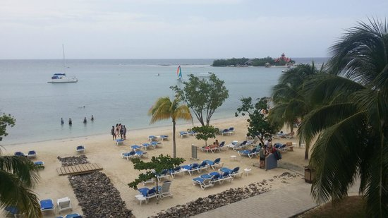 Hotel Riu Montego Bay: View from the upper level of the steak house/Lunchtime buffet.